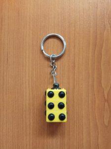 Slika privjeska za ključeve s Brailleovim točkicama