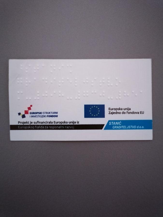 Slika vizitke s EU logotipima na Brailleevom pismu